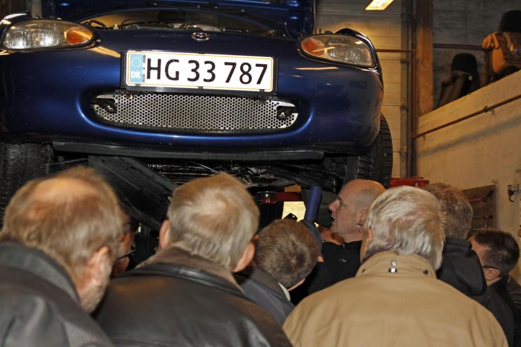 Andreas fortæller lidt om undervognen på en MX-5 jubilæumsmodel